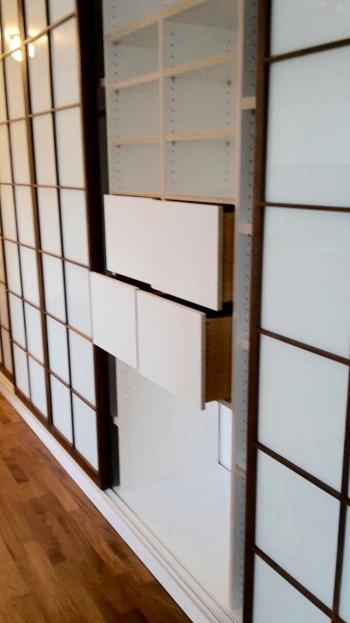 kleiderschrank mit shojit ren inlignum m bel. Black Bedroom Furniture Sets. Home Design Ideas