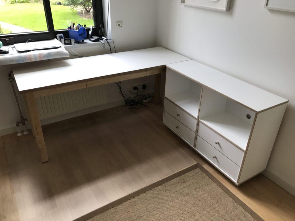 Schreibtisch mit Kommode