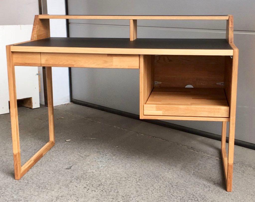 Ein neuer Schreibtisch aus unserer Werkstatt