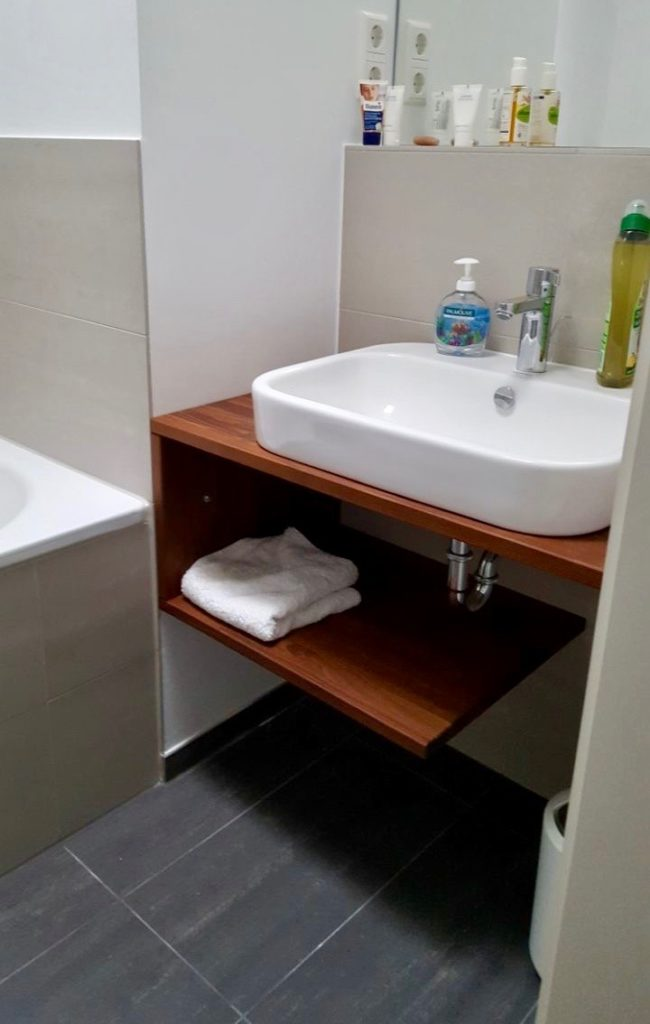Individuelle Badezimmermöbel aus Holz
