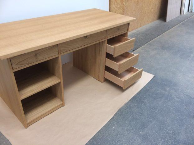 maßgefertigter Schreibtisch von Inlignum Möbel