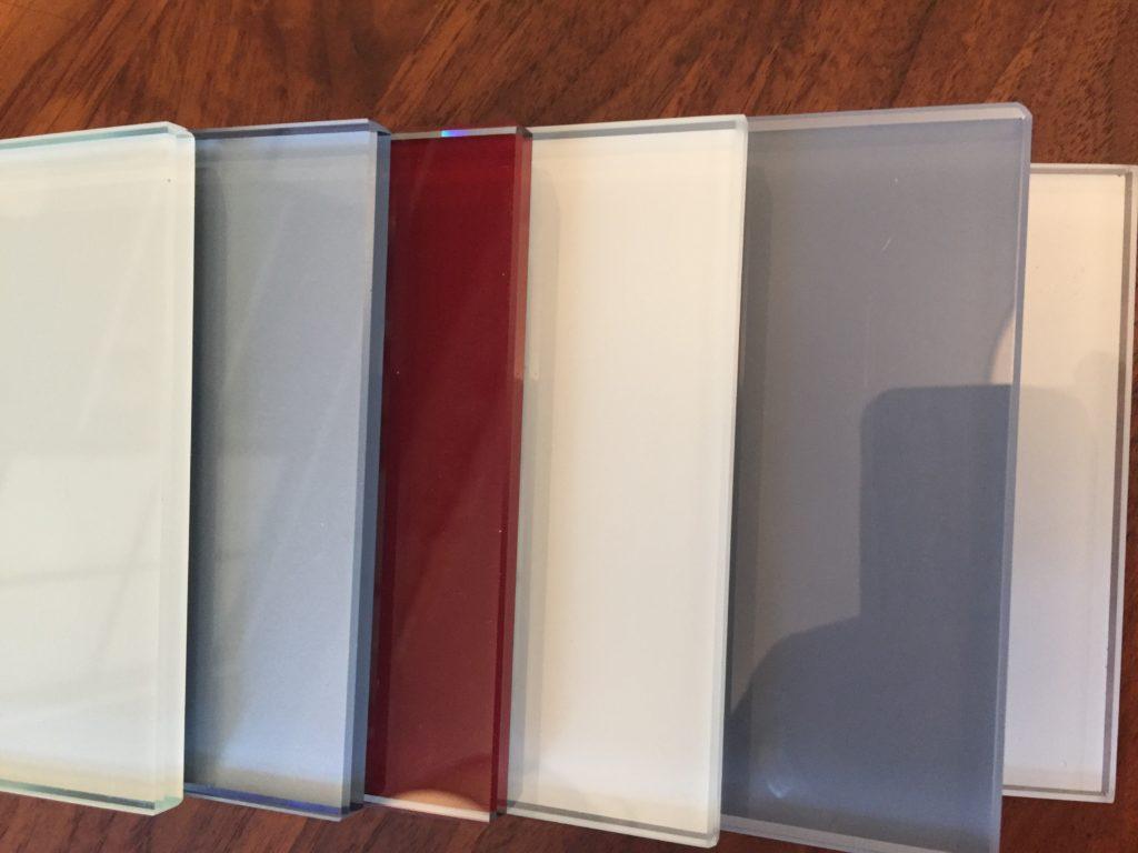 Shoji-Türen mit Lacobel-Glasfüllungen